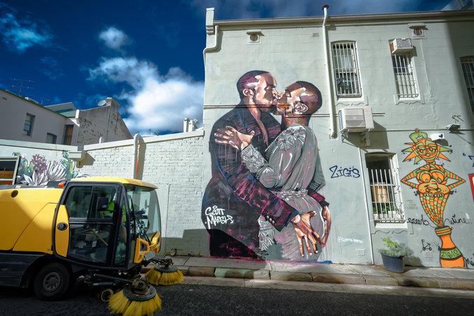 """Photos : Kanye West : une fresque à son effigie et des ventes records : """"je représente les rêveurs"""" !"""