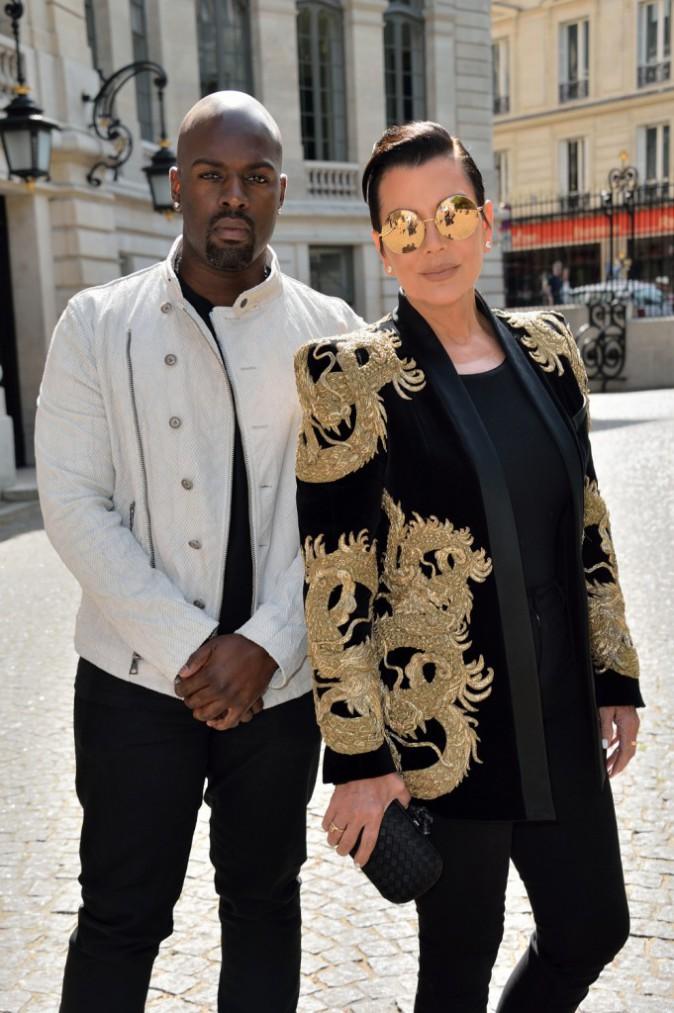 Kris Jenner et Corey Gamble au défilé Balmain Homme à Paris, le 27 juin 2015!