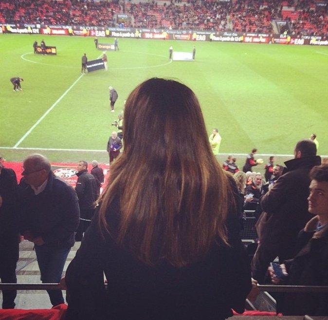 Karine Ferri assiste à un match de foot à Rennes