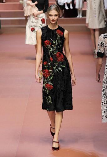 Karlie Kloss défile pour Dolce & Gabbana le 1er mars 2015 lors de la Fashion Week de Milan