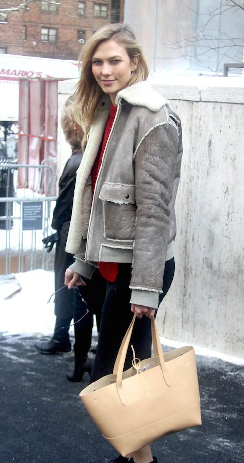 Karlie Kloss avant le défilé Naeem Khan à New York, le 17 février 2015
