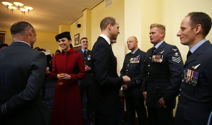 Photos : Kate et William main dans la main pour honorer l'armée de l'air !