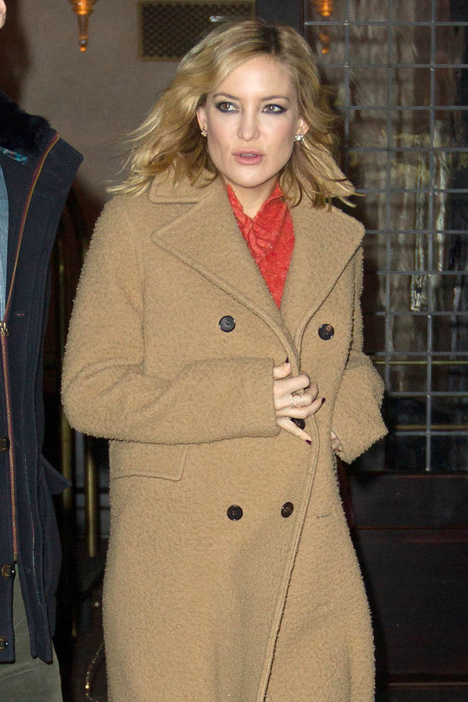 Kate Hudson brave le froid de New York pour la promo de Kung Fu Panda 3