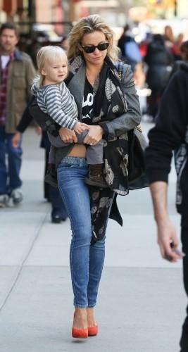 Kate Hudson, maman stylée dans les rues de New York