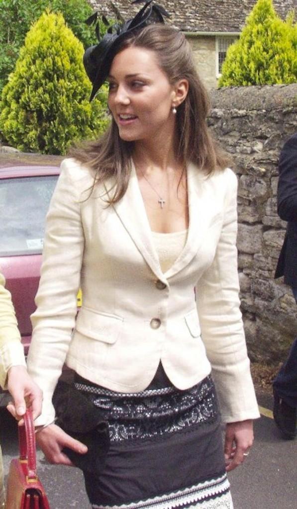 Le 4 juin 2005, la petite amie de William assiste au mariage de Hugh Van Custen et Rose Astor