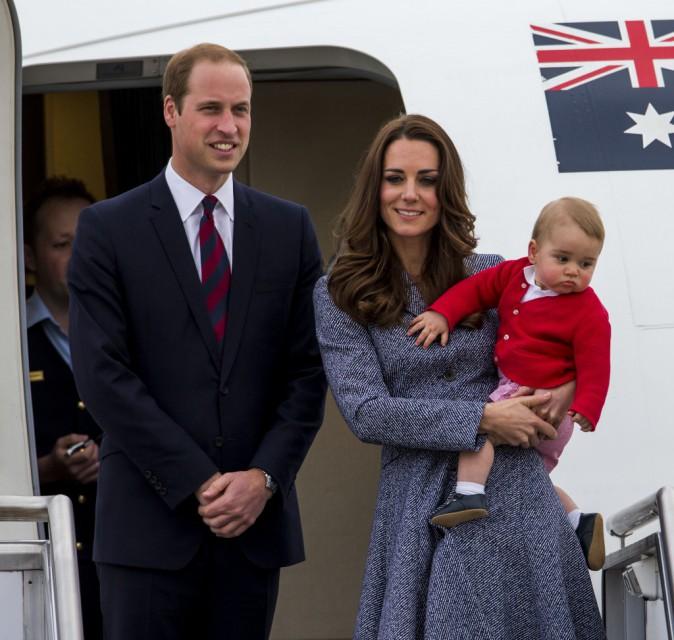 Kate Middleton, le prince William et le prince George prêts à quitter Canberra direction Londres, le 25 avril 2014.