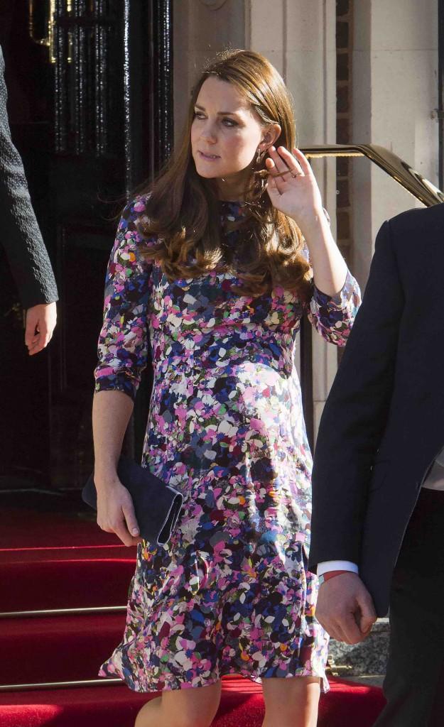 Kate Middleton : elle profite d'un rayon de soleil pour dégainer la robe fleurie !