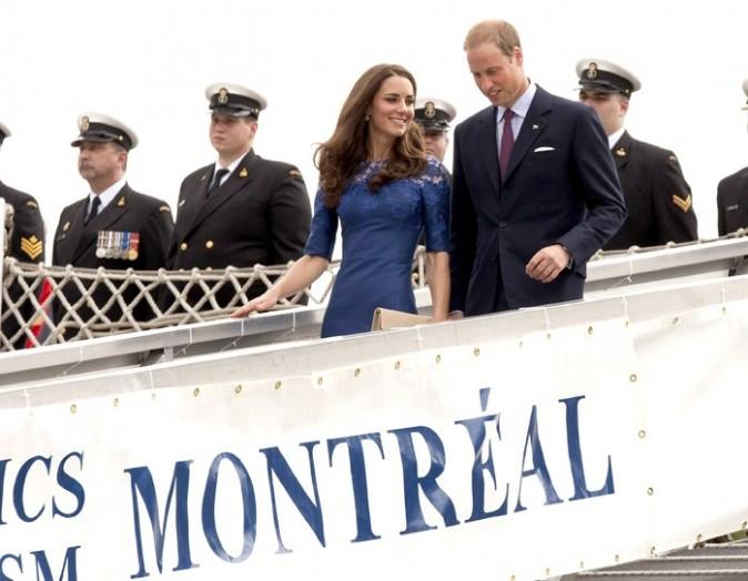 Kate entourée de marins, elle s'en fiche !