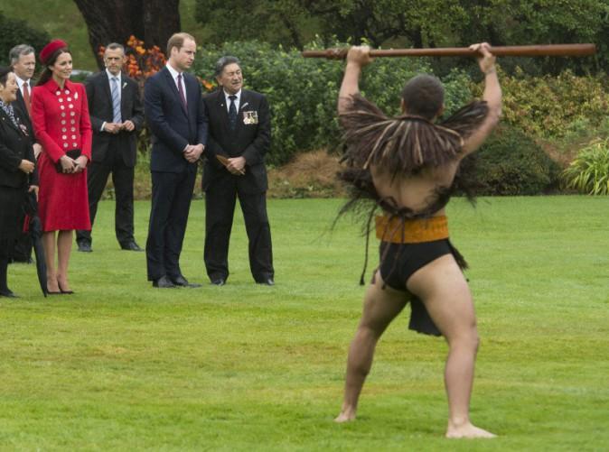 Kate Middleton et le Prince William lors de la cérémonie Maori organisée à leur arrivée à Wellington le 7 avril 2014