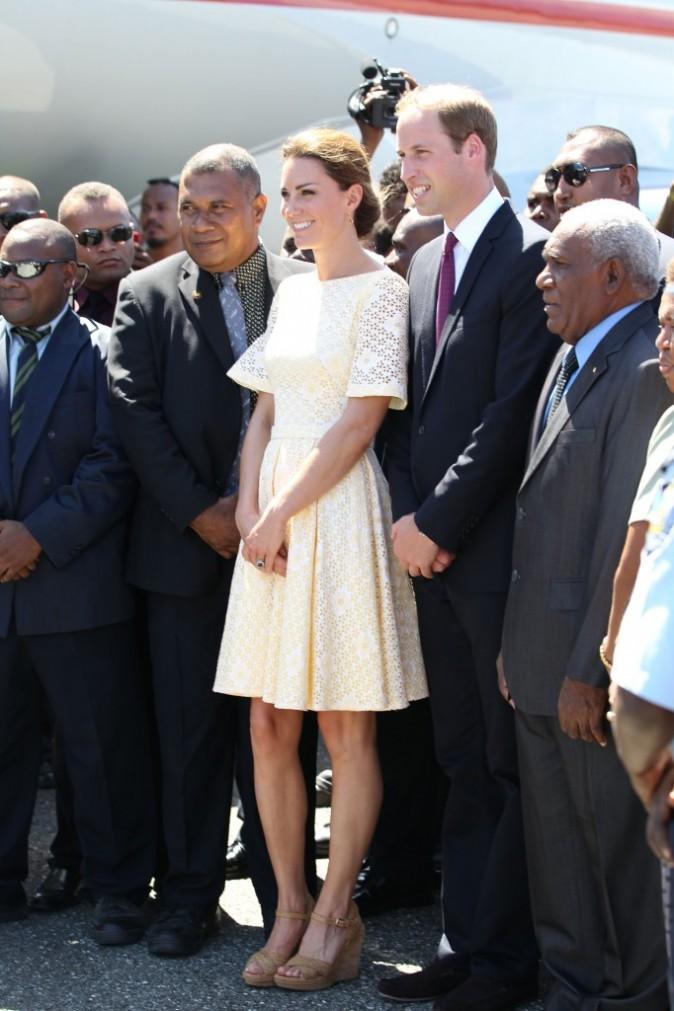Kate Middleton et le prince William à l'aéroport d'Honiara, le 18 septembre 2012.