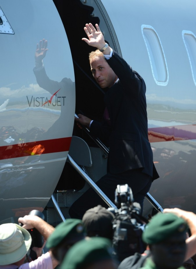 Le prince William à l'aéroport d'Honiara, le 18 septembre 2012.