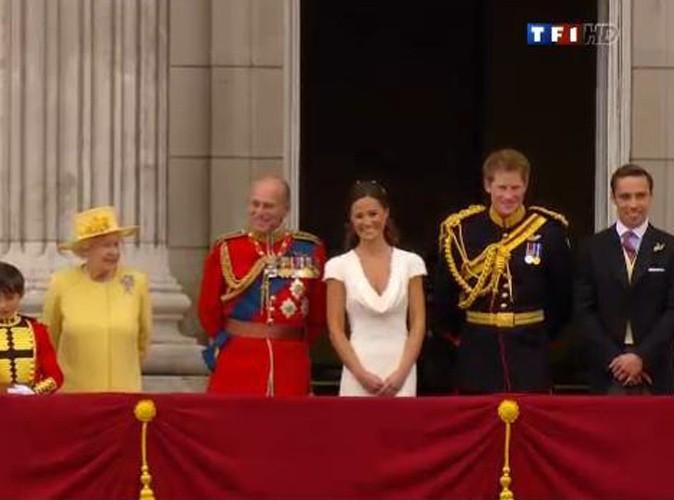 La reine Elisabeth II et son mari le duc D'Edimbourg, Pippa Middleton, le prince Harry et James Middleton, au balcon de Buckingham Palace à Londres, le 29 avril 2011.