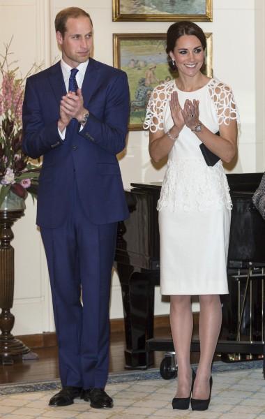 Kate Middleton et le prince William lors d'un cocktail à Canberra, le 24 avril 2014.