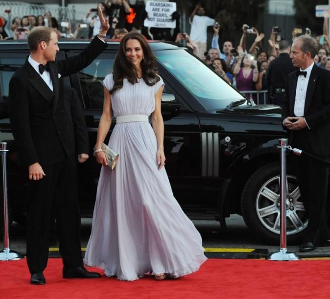 Kate Middleton et le Prince William à leur arrivée sur le tapis rouge ....