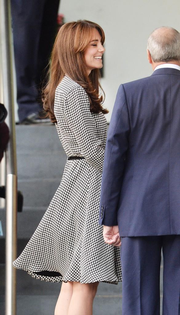 """Photos : Kate Middleton : """"frangement"""" canon la Duchesse !"""