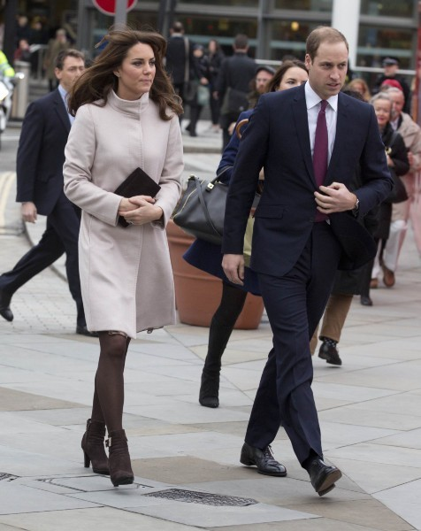 Kate Middleton et le prince William arrivant à la gare de King's Cross à Londres, le 28 novembre 2012.