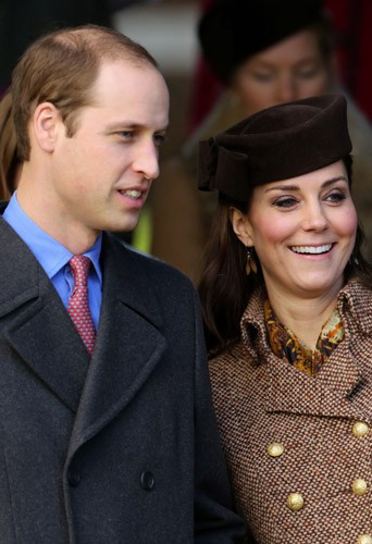 Photos : Kate Middleton : radieuse pour Noël et pour couvrir le prince George de cadeaux !