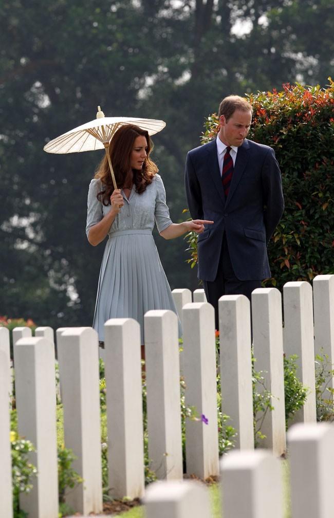 Kate Middleton et le Prince William le 13 septembre au cimetière de Kranji à Singapour