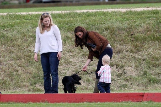 Kate Middleton et le prince William lors d'un match de polo dans le Gloucestershire, le 17 juin 2012.