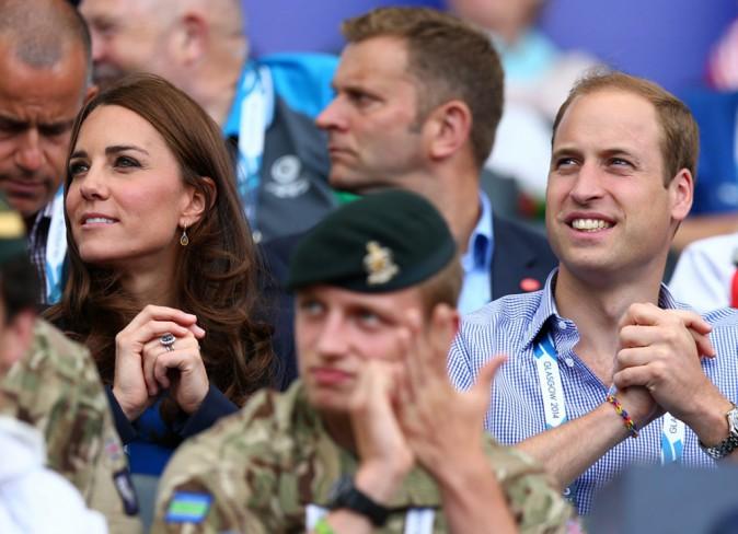 Photos : Kate Middleton : sublime escorte des Princes William et Harry dans les gradins des XXème Jeux du Commonwealth