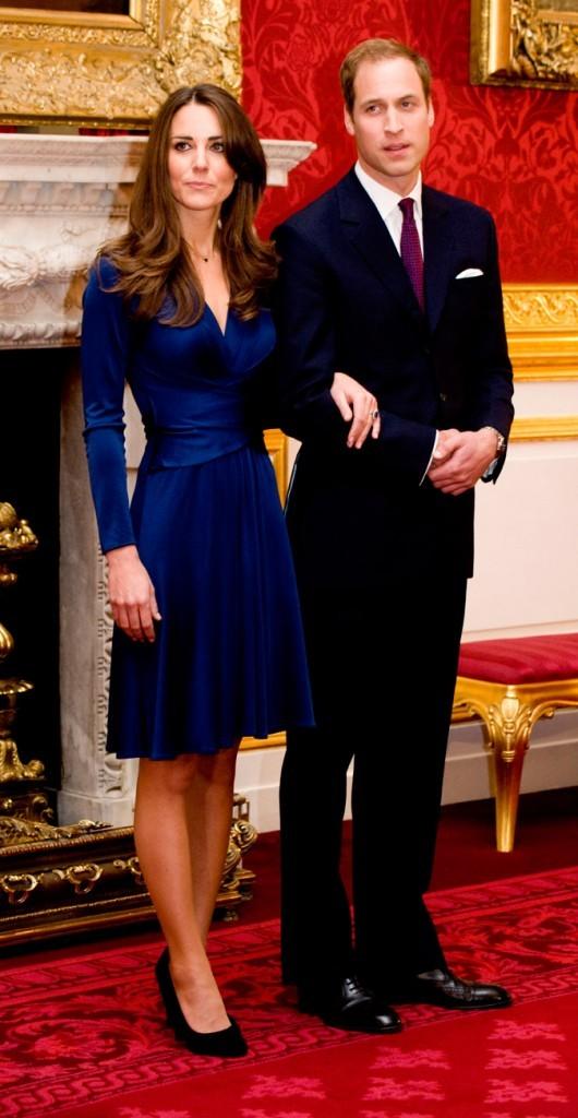 Pour les photos officielles de ses fiançailles, Kate portait une robe faisant ressortir sa taille XXS