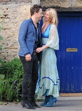 Kate Moss et Jamie Hince, rayonnants et amoureux à la veille de leur mariage !
