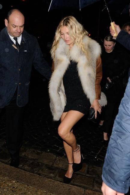 Kate Moss se rendant à la soirée Prada à Paris, le 24 janvier 2012.