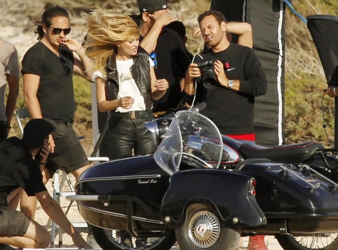 Kate Moss : en shooting à Ibiza, ça décoiffe !