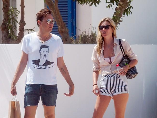 Kate Moss en vacances à Formentera avec son mari Jamie Hince le 9 août 2013
