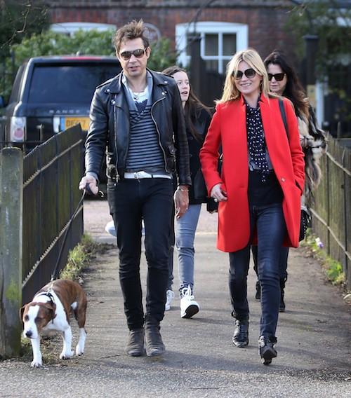 Photos : Kate Moss : loin des Fashion Week, elle resplendit au bras de Jamie Hince !