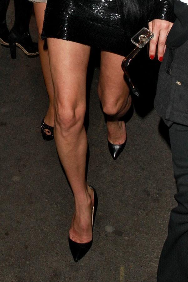 Une longueur qui met ses jambes en valeur...mais aussi sa culotte !