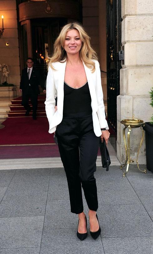 Kate Moss sortant de l'hôtel Ritz à Paris, le 18 mai 2011.