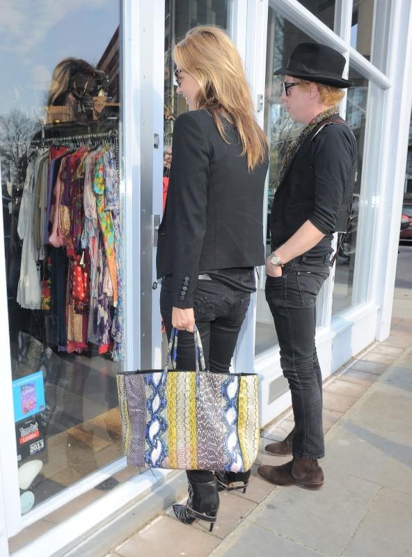 Kate Moss en pleine séance de shopping