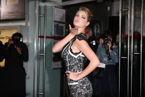 """Kate Upton à la première du documentaire """"Mademoiselle C."""" à Paris, le 1er octobre 2013."""
