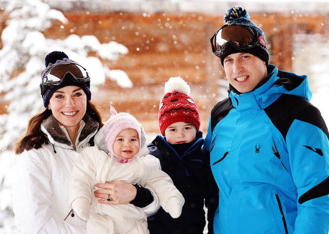 Le prince William, duc de Cambridge, et Kate Middleton, duchesse de Cambridge au ski avec leurs enfants