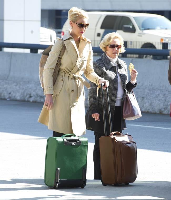 Katherine Heigl avec sa maman à l'aéroport JFK de New-York le 14 février 2013
