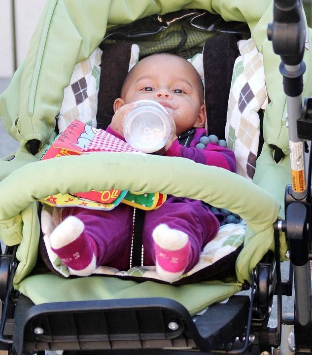Katherine Heigl en sortie courses à Los Feliz avec sa fille et son mari le 24 novembre 2012