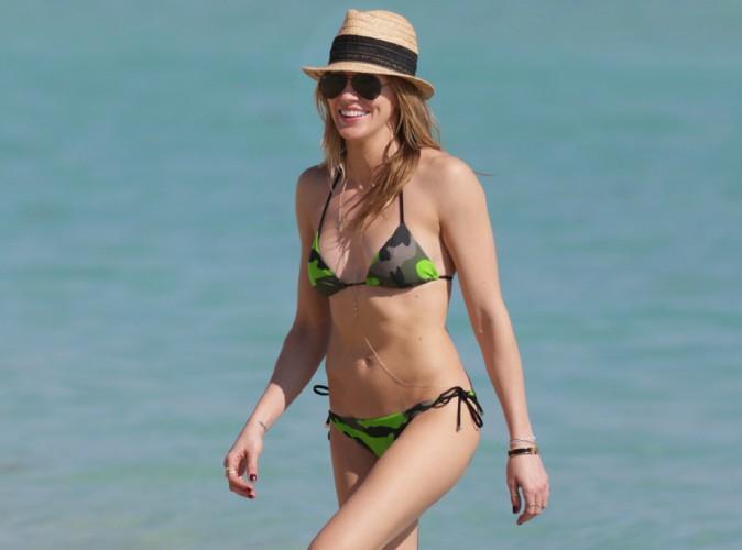 Katie Cassidy : la bombe d'Arrow joue les sublimes naïades à Miami !