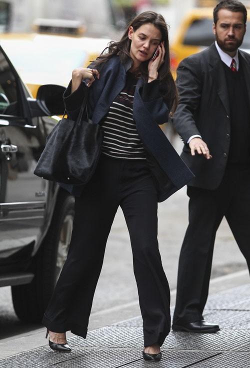 Katie Holmes sans maquillage à New-York le 26 février 2013