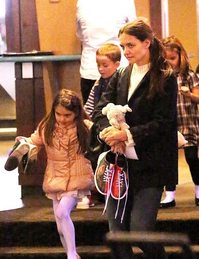 Katie Holmes à la sortie du bowling avec Suri à New-York le 21 octobre 2012