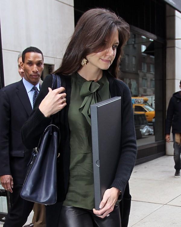 Avec son porte-documents, une vraie femme d'affaire !