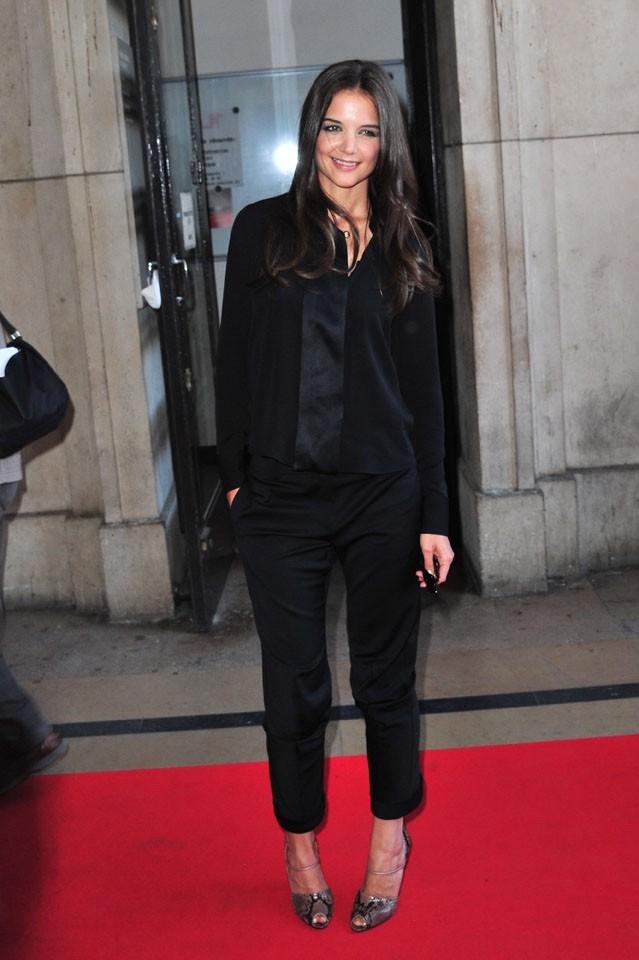 Katie Holmes arrive au défilé Giorgio Armani Privé à Paris, le 5 juillet 2011.