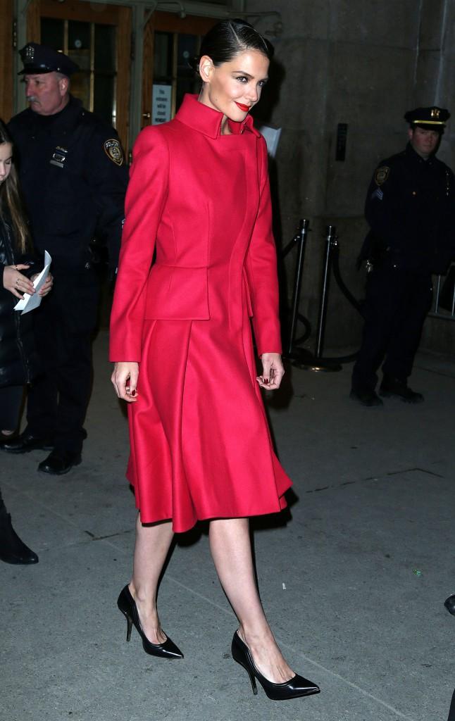 Photos : Katie Holmes : rétro et chic, elle fait une apparition incendiaire dans les rues de New-York !