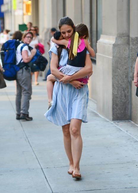 Katie Holmes et sa fille Suri à New York, le 21 juin 2012.