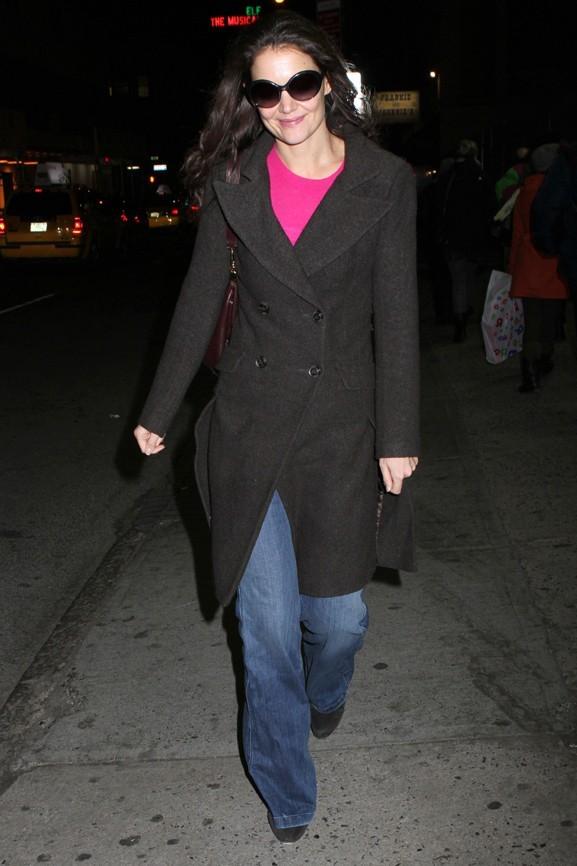Katie Holmes soutenue par ses fans, elle garde le sourire !