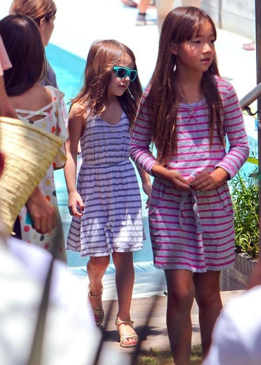 C'est la mode des robes rayées chez les enfants-stars ?