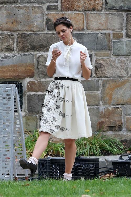Photos : Katie Holmes : toujours aussi coincée sur le tournage de son film !