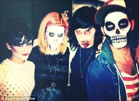 Katy Perry et ses amis, prêts à aller semer la terreur !