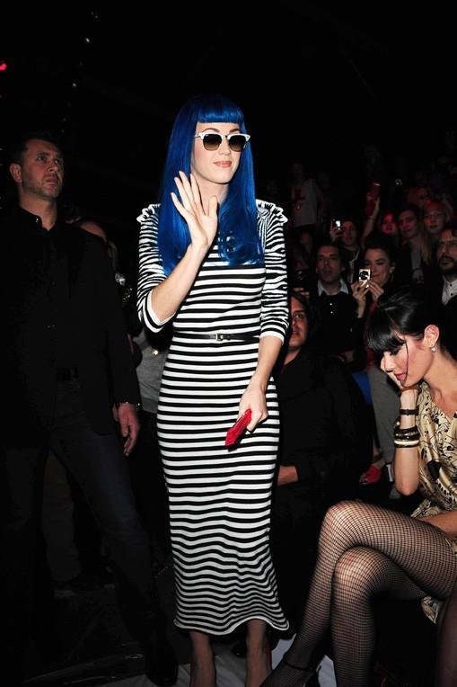 Son look ? Un hommage coloré à J-C de Castelbajac, fan de tenues pop !