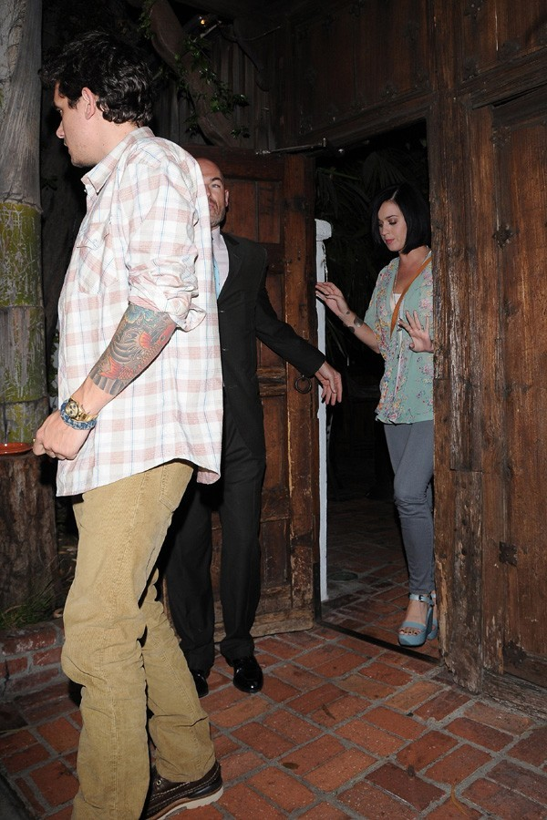 John Mayer et Katy Perry à la sortie d'un restaurant de Los Angeles le 4 septembre 2012